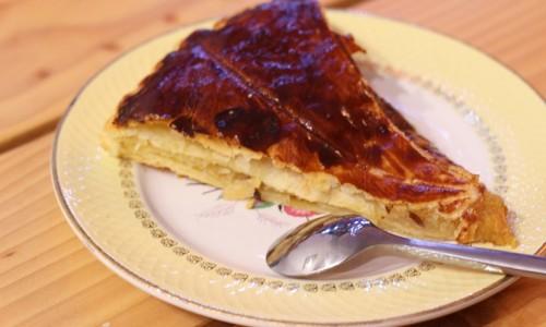 Galette des rois crème d'amande poire et caramel au beurre salé