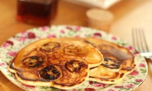 Pancakes banane rhum raisins