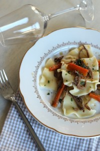 Effilochée de plat de côtes mijoté petites carottes et pâtes fantaisie 22