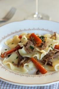 Effilochée de plat de côtes mijoté petites carottes et pâtes fantaisie 44
